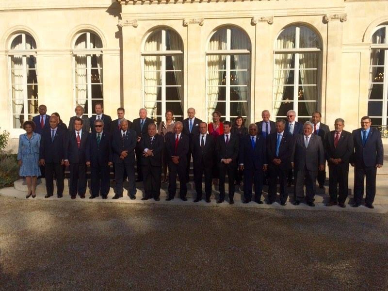 Les chefs d'Etats des îles du Pacifique avec François Hollande, Manuel Valls, Edouard Fritch, Mikaele Kulimoetoke et Philippe Germain lors du Sommet France-Océanie ©Elysée