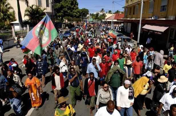 EN 2013, la Nouvelle Calédonie était en grève générale pour lutter contre la vie chère. Une grève qui a fait réagir les élus calédoniens ©Marc Le Chelard / AFP