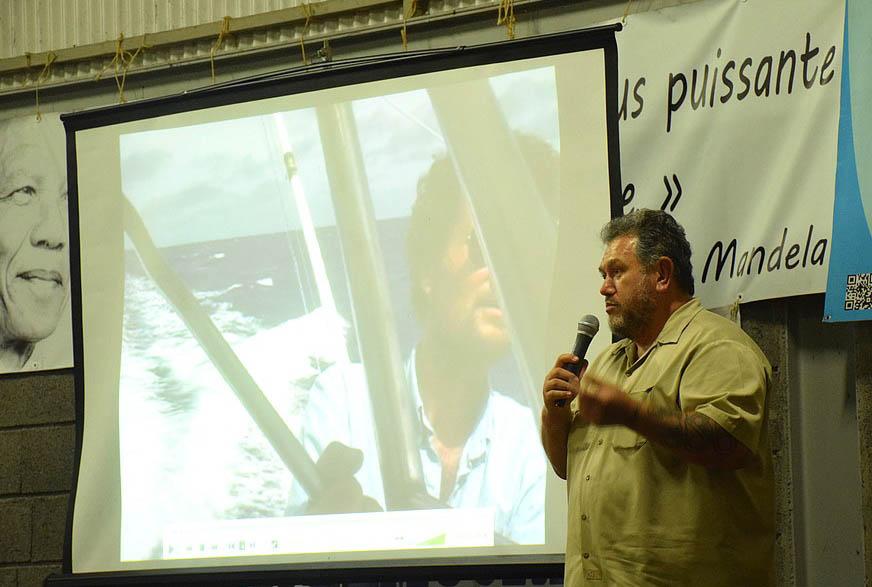 Moetai Brotherson, chargé des relations internationales du parti indépendatiste lors d'une réunion publique ©Faaa.pf