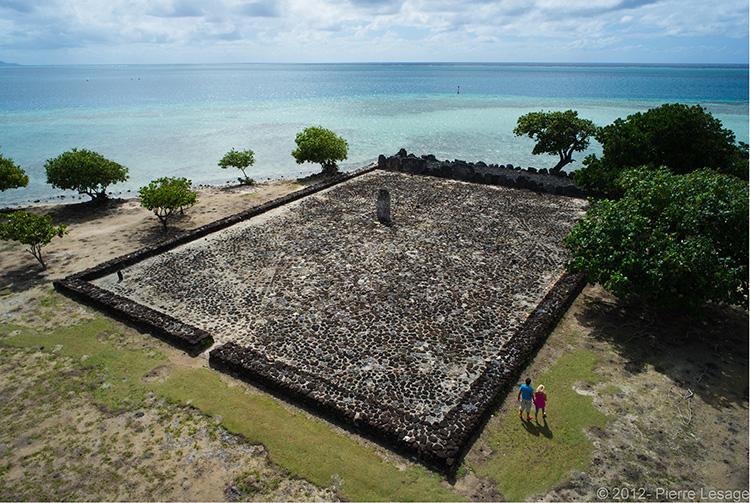 Le Marae Taputapuatea, sur l'île de Raiatea, haut lieu de la Polynésie ancestrale ©Pierre Lesage