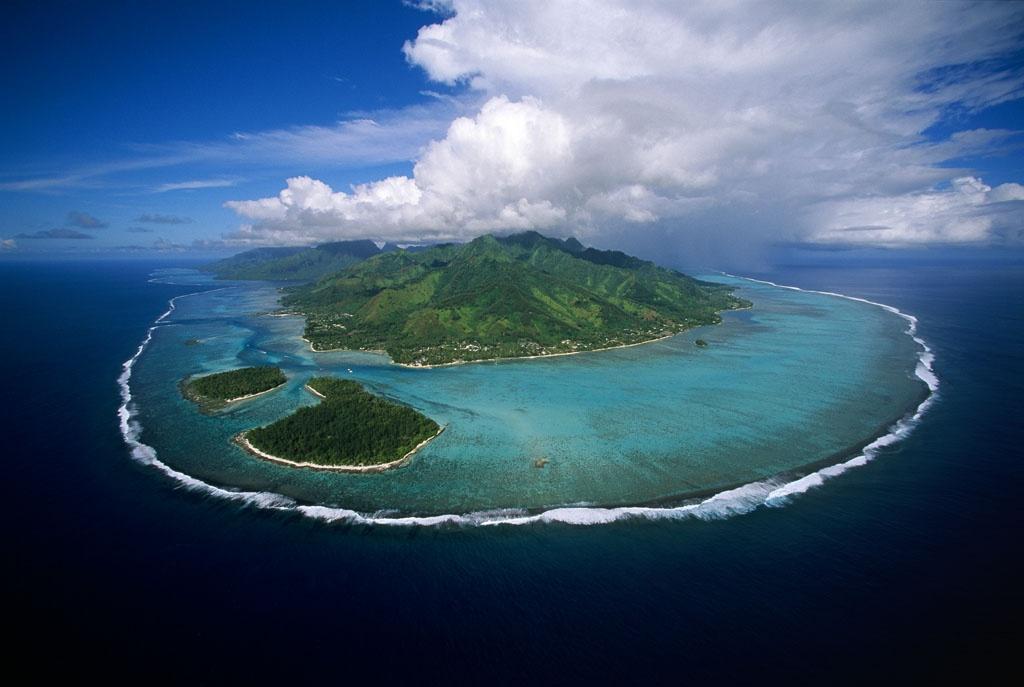 Elles ont beau être belles, certaines îles de Polynésie française sont dépourvues de médecins, ce qui peut être fatal lorsqu'une prise en charge médicale rapide est nécessaire ©Yann Arthus Bertrand