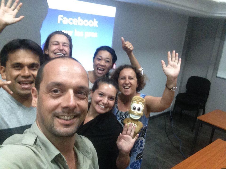 Muriel Pontarrollo (en arrière plan) et une des équipes en formation ©MotsDièse