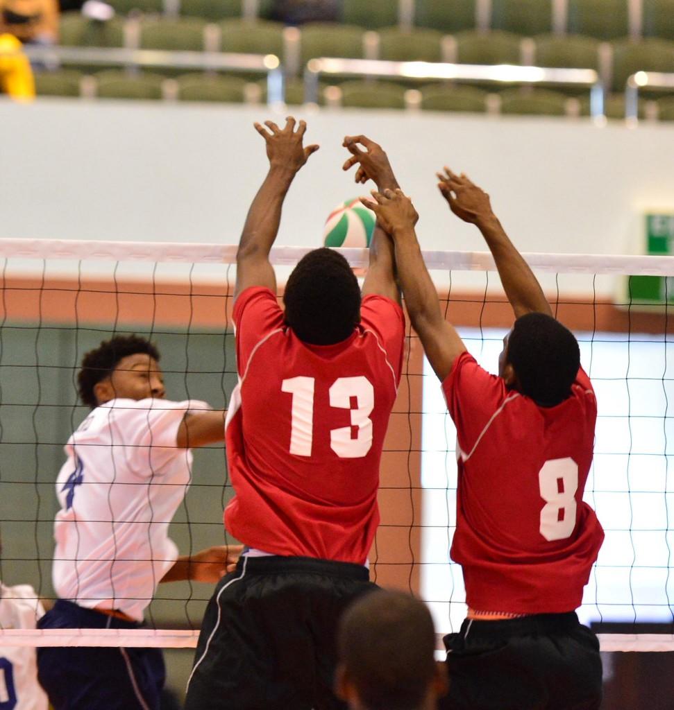 L'équipe masculine de Guadeloupe contrant une action de l'équipe des Iles Vierges Britanniques (©La Sélection féminine de la Martinique (© 10th Caribbean Junior Volleyball Championships )