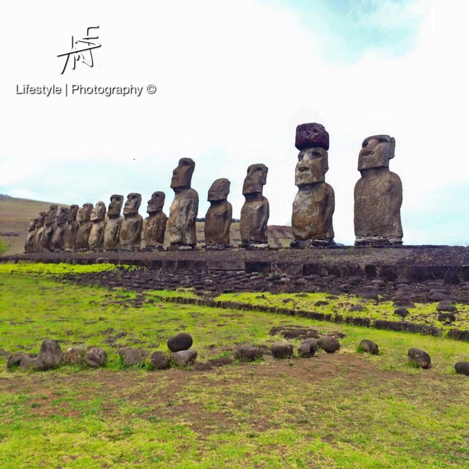 Les Moai de l'île de Pâques, aussi célèbre que mystérieux ©Maui Neri