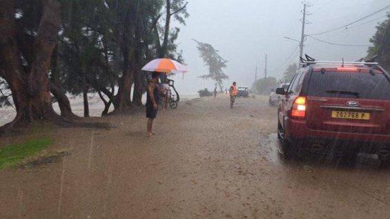 Une route sous les eaux, à Papenoo, sur la côte est de Tahiti ©Teiva Tahiti Ribet