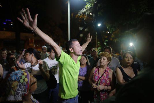 Un militant du MUD en liesse à Caracas ©Ariana Cubillos / AFP