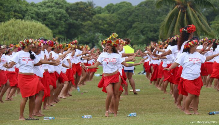 2980 danseurs et danseuses se sont donner rendez-vous pour battre le record du Monde de Ori Tahiti ©Karim Mahdjouba / TNTV
