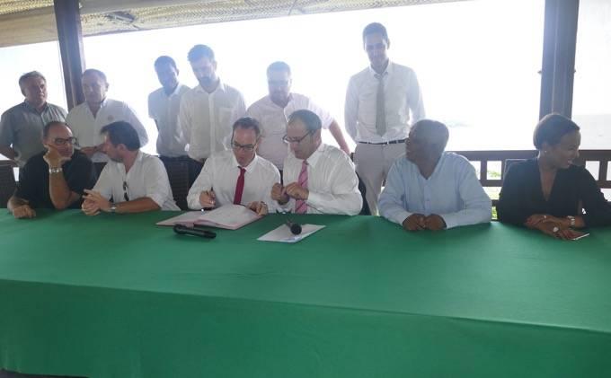 Les signataire de la Charte Jeunesse et entreprise ©Journal de Mayotte