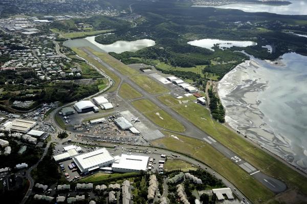 L'aéropor de Magenta avec la route en question, longeant l'aéroport à droite sur la photo ©Aviation civile