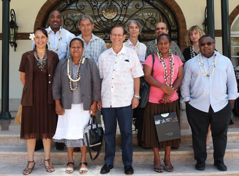 Les ministres polynésiens de la Santé et du Travail, Patrick Howell (centre) et Tea Frogier (droite), ont reçu une délégation calédonienne menée par Valentine Eurisouké (deuxième en partant de la droite) ©Présidence de la Polynésie française