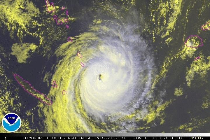 Ula est proche du Vanuatu et de la Nouvelle-Calédonie. Le cyclone touchera un epartie de ces deux territoires avant d'opérer un virage au sud-est et peut-être, se désagréger au large de la Nouvelle-Zélande ©NOAA