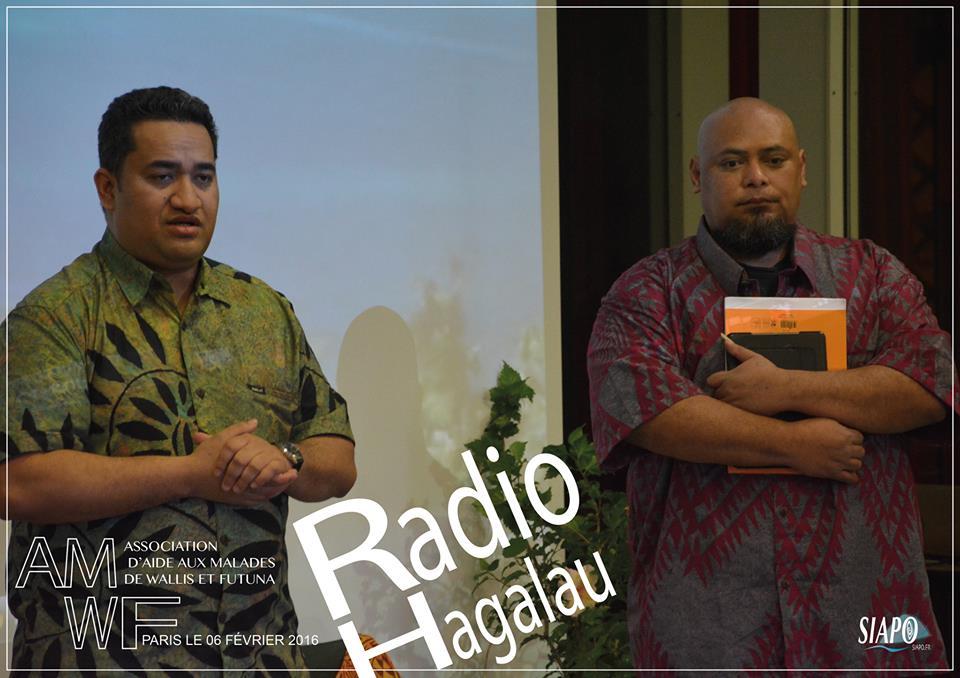 Soane Malivau, jeune séminariste à l'initiative de la radio et Malek Kaviki ©Raphael Kaikilekofe / SIAPO