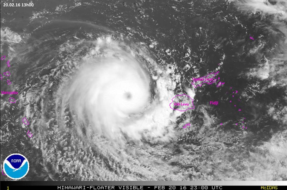 Winston poursuit sa route vers l'ouest en s'affaiblissant. La Nouvelle-Calédonie et le Vanuatu restent sur leurs gardes ©NOAA