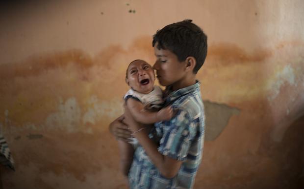 Le virus est considérablement dangereux pour les femmes enceintes, dont les nouveaux-nés peuvent être sujets à des malformations comme la microcéphalie ©AP Photo/Felipe Dana