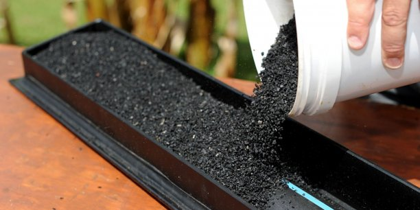 L'Aglostic est fabriqué à partir de granulats de pneus usagers. Une méthode durable et écologique ©Aliapur