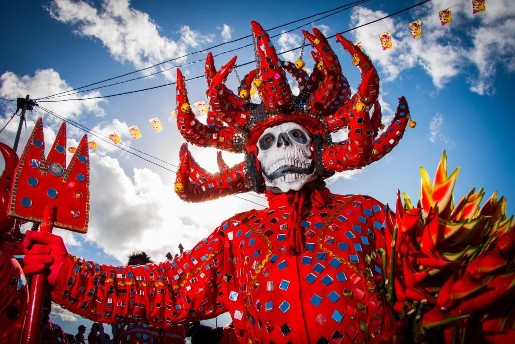 Personnage de Diable Rouge lors du Carnaval 2013 © Henri Salomon