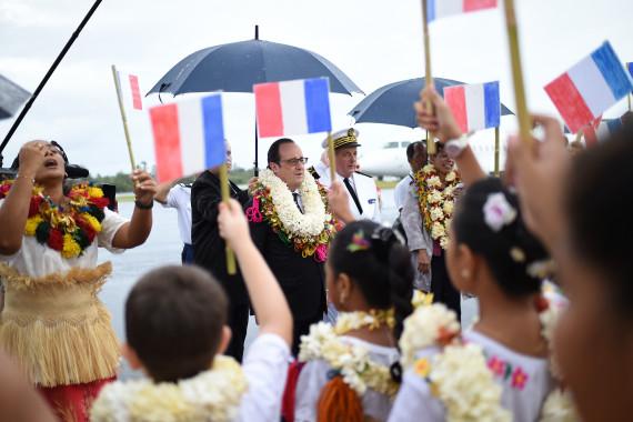 La Marseillaise a retentit à 16 000 km de Paris, chantée par les jeunes wallisiens ©Stephane de Sakutin / AFP