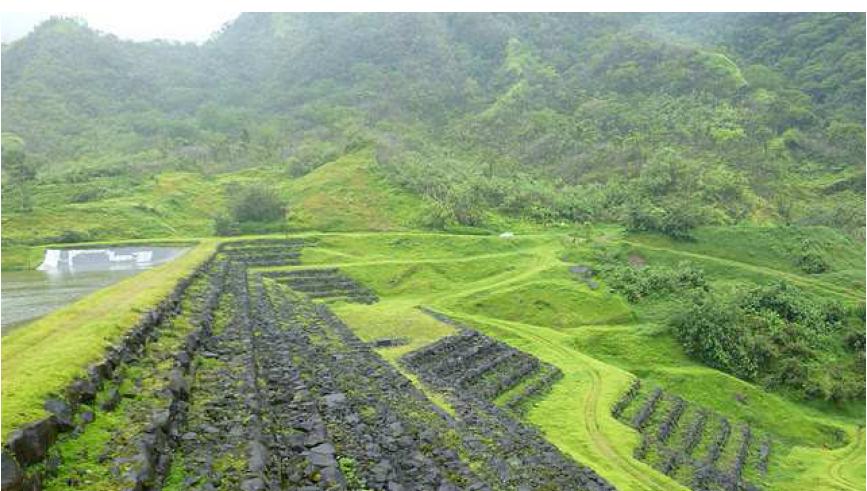 Un des barrage hydraulique dans la vallée d la Maroto, à Papenoo, au coeur de l'île de Tahiti ©EDT