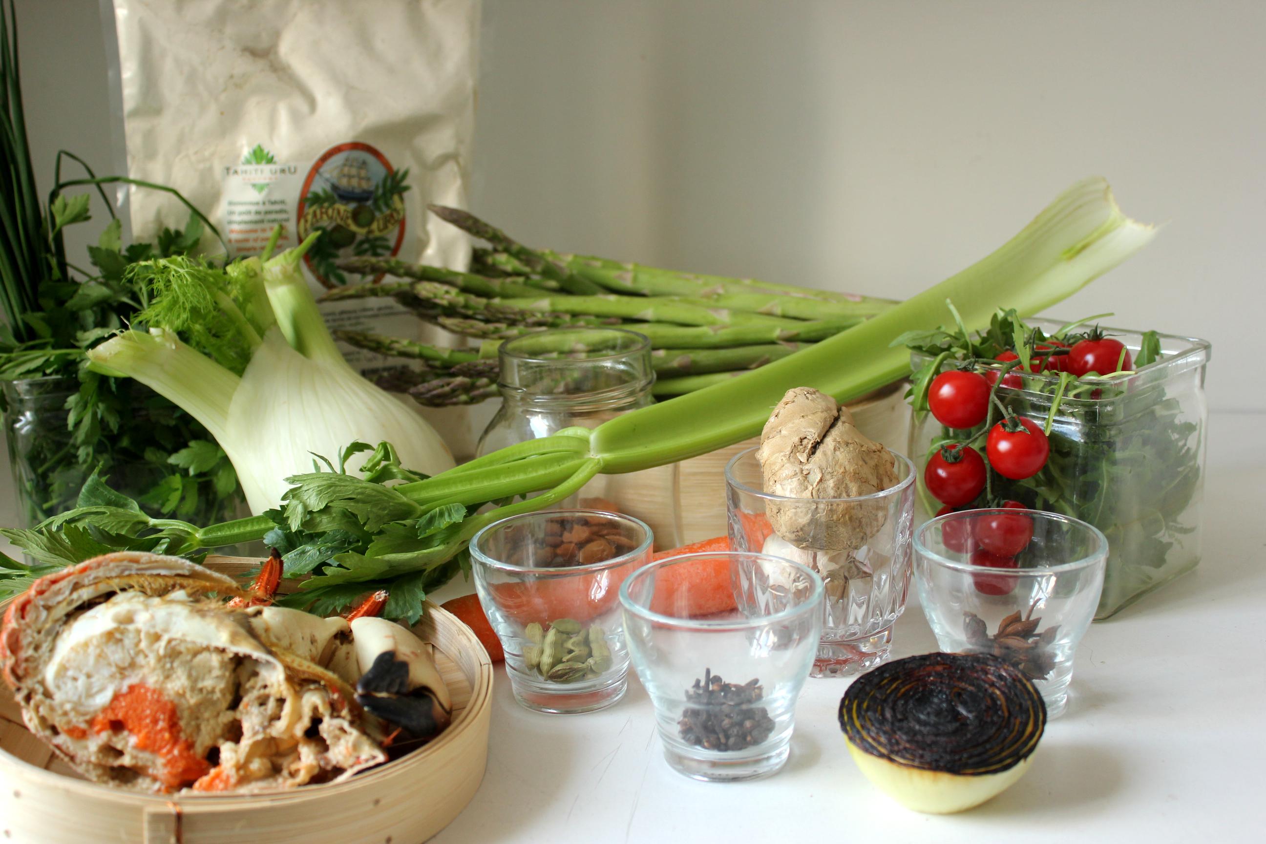 Les ingrédients avec, au fond, la fameuse farine de 'Uru ©TF / Outremers360