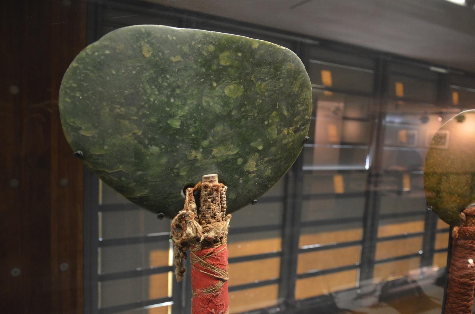 """Une """"hâche ostentatoire"""" exposée au Musée du Quai Branly ©DR"""