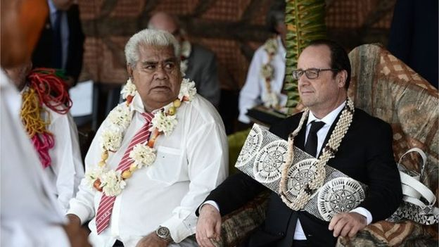 En février dernier, François Hollande rendait visite aux Wallisiens et Futuniens. Il pris part à la cérémonie du kava royal, qui a donné aux interprétations les plus farfelues des médias nationaux ©AFP
