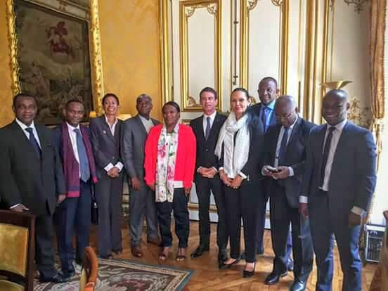 L'ensemble des élus mahorais qui a participé à la réunion avec Manuel Valls, en présence de George Pau-Langevin. © Ibrahim Aboubacar