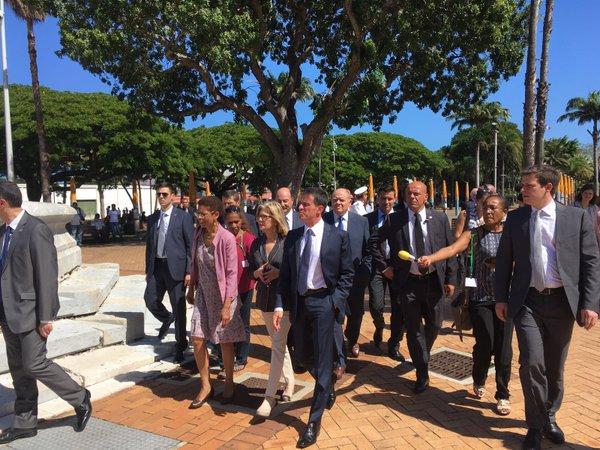 Manuel Valls en Nouvelle- Calédonie : Un prêt de 200 millions pour la SLN et un appel à renforcer le dialogue sur le référendum de 2018