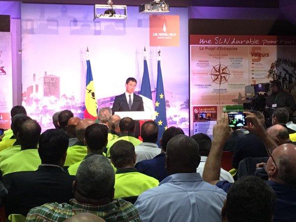 Manuel Valls lors de sa visite à l'usine de Doniambo, fin avril ©Outremers360