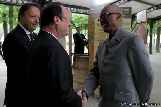 10 mai 2013: François Hollande avec le metteur en scène Luc Saint -Eloy