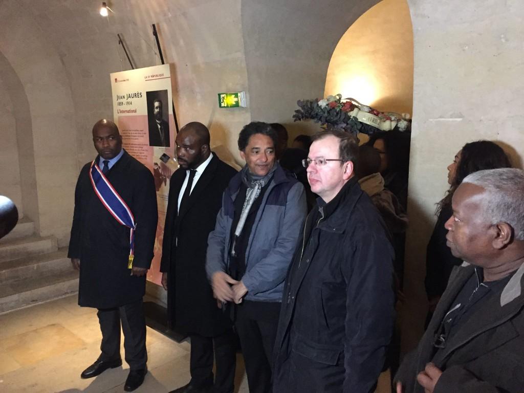 Serge Romana (au centre) lors de la cérémonie d'hommage à Victor Schoelcher le 27 avril dernier.