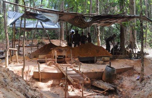 Démantèlement d'un site d'orpaillage illégal  ©EMA / Ministère de la Défense