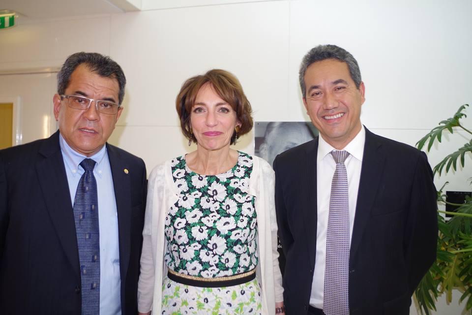 Autour de Marisol Tourraine, ministre de la Santé, le Président de la Polynésie française (à gauche) et le Président de l'Assemblée de la Polynésie française ©Délégation de la Polynésie française