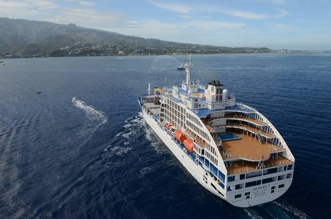 Le cargo mixte Aranui 5 navigue jusqu'au îles Marquises avec tout le confort d'un paquebot ©DR