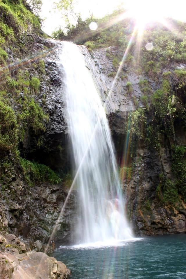 Quelques heures de randonnées et d'efforts physiques au coeur des vallées de Tahiti vous emmèneront dans des lieux aussi beaux que les plages de cartes postales. Ici, une cascade dans la vallée de la Maroto ©T. Faatau / Outremers360