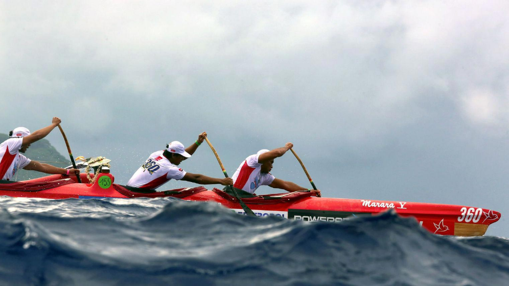 Une équipe de piroguiers pendant la Hawaiki Nui Va'a ©DR