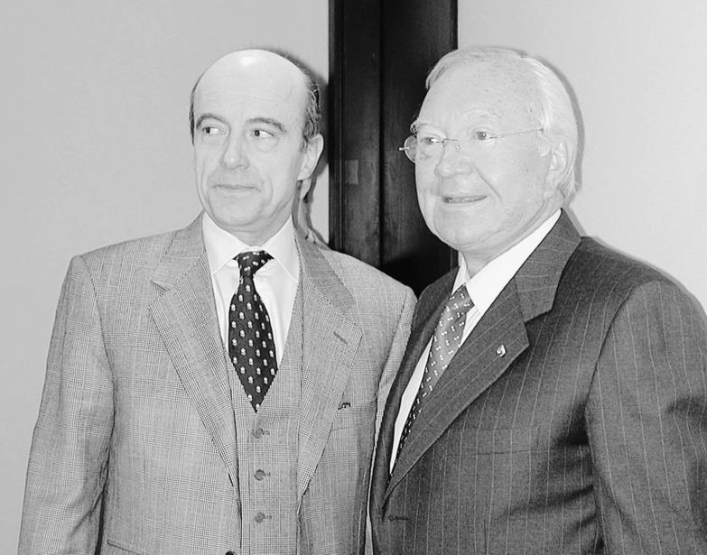 """Alain Juppé et Gaston Flosse en 2003, lorsque le surnommé """"Vieux Lion"""" était encore aux commande de la Polynésie française ©Archives La Dépêche de Tahiti"""