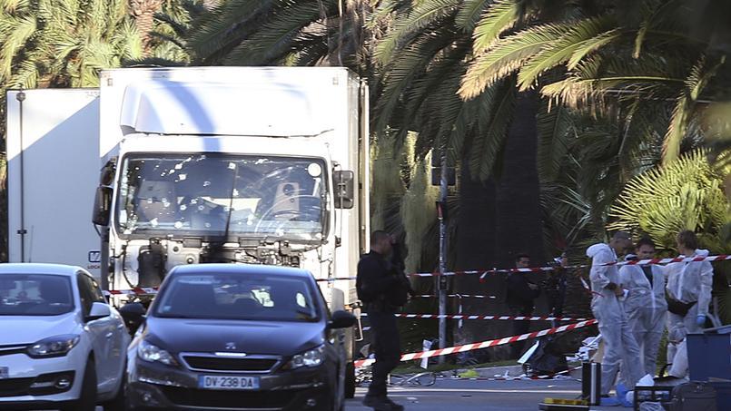 Le 14 juillet 2016, la ville de Nice est frappée par un violent attentat, plongeant une nouvelle fois la France dans l'horreur, la terreur et l'émoi ©AP