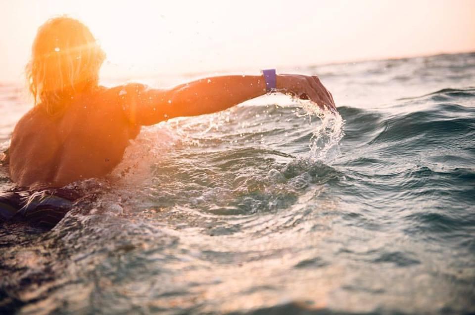 La société Sharkbanz vise surtout les surfeurs, les pêcheurs et autres amoureux d'activités nautiques ©Facebook Sharkbanz