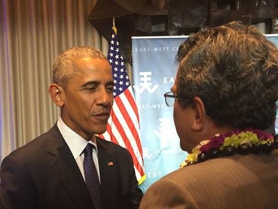 Une poignée de main que le Président polynésien n'est pas prêt d'oublier. Il a notamment invité le Président des Etats Unis à visiter les îles polynésiennes ©Heremoana Maamaatuaiahutapu