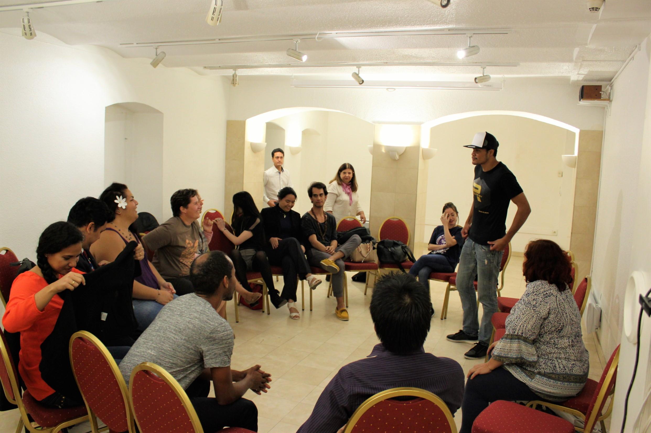 Lors de son séjour, Mana a rencontré d'autres jeunes polynésiens installés à Paris ©T. Faatau / Outremers360