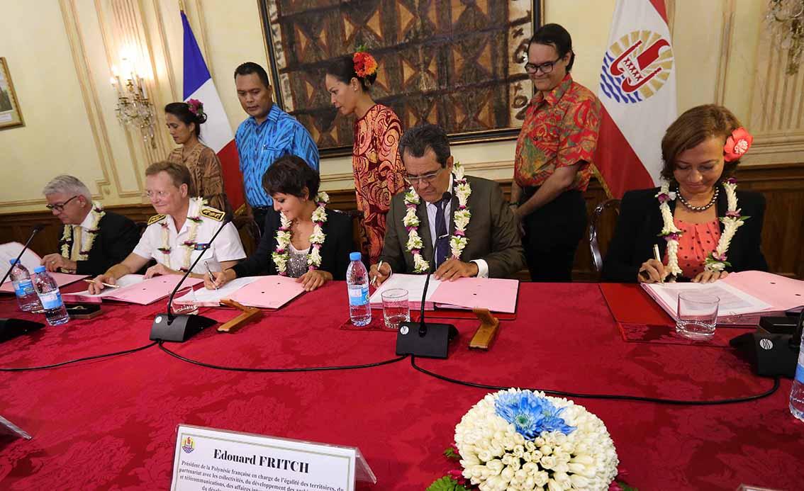 Signature samedi soir à la Présidence de la Polynésie française de la convention décennale ©Présidence de la Polynésie française
