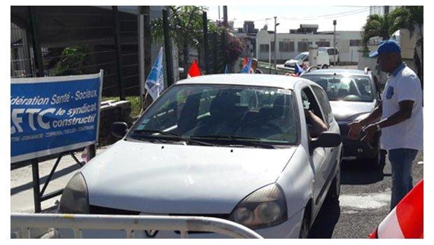 Le mouvement social a provoqué pas mal d'embouteillage aux abords du CHU de Bellepierre ©Antenne Réunion