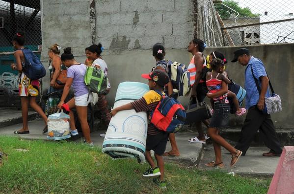 Evacuation dans la ville de Guantanamo à Cuba ©AFP