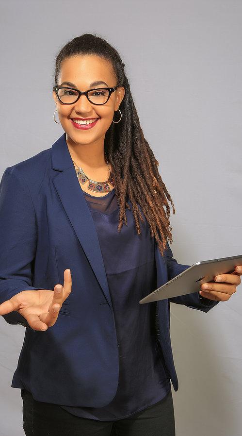 Laura Lameynardie, fondatrice du site Zandooli, est passionnée de nouvelles technologies et souhaite utiliser cet outil pour valoriser le patrimoine culturel de la Martinique ©Laura Lameynardie