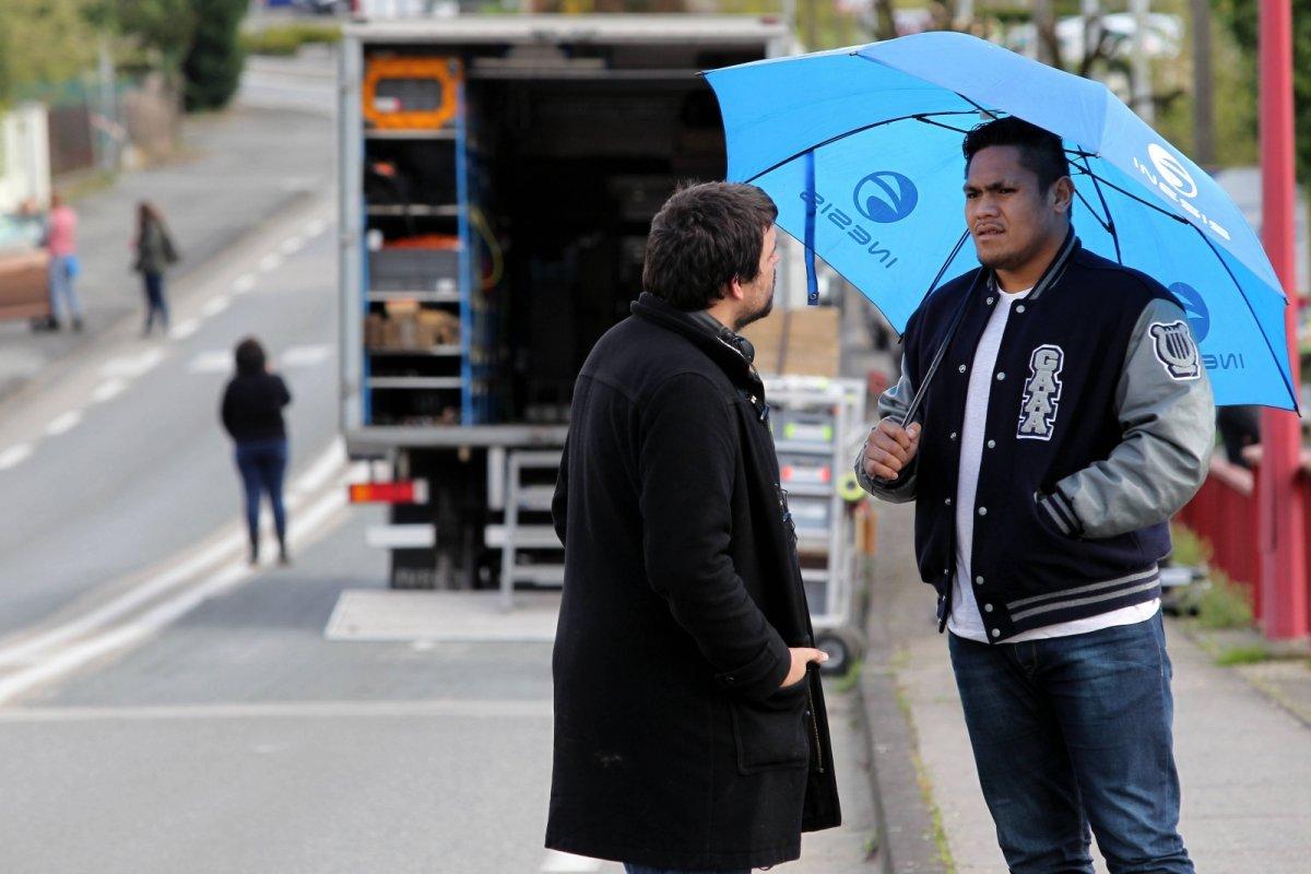 Toki Piliokjo, en tournage dans le Villeneuvois, pour le film Mercenaire ©Thierry Suire