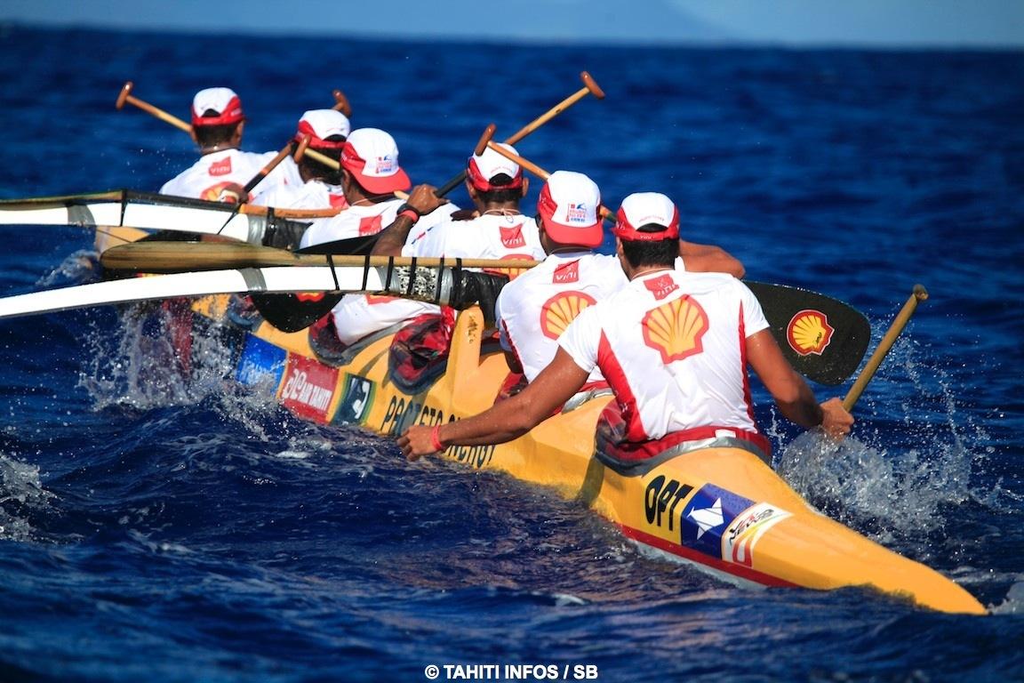 Shell Va'a en haute mer, entre Huahine et Raiatea ©SB / Tahiti-infos