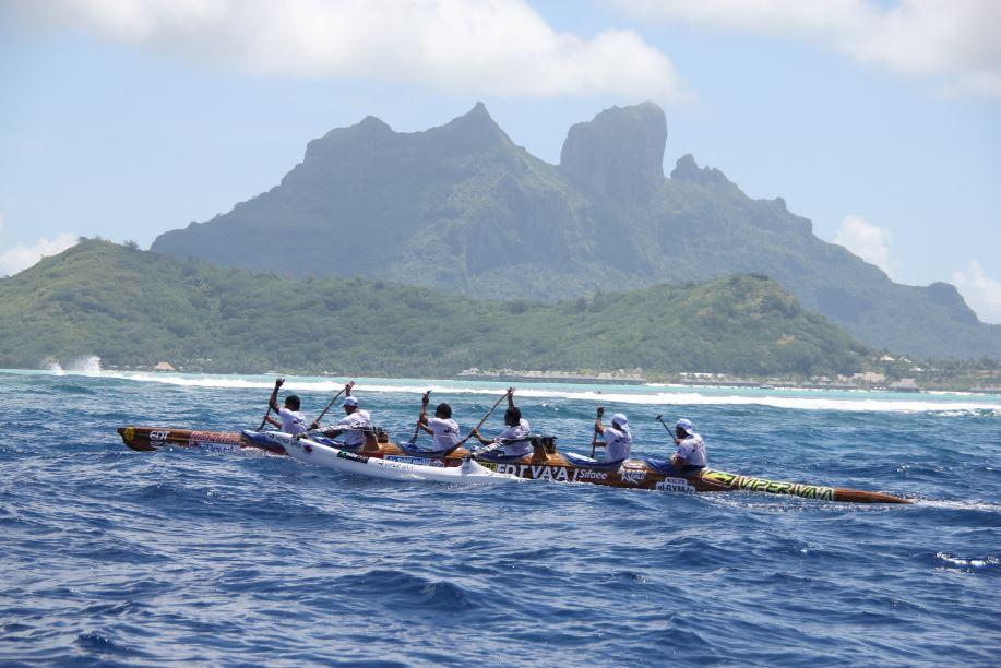Plus qu'une course, la Hawaiki Nui Va'a est aussi l'occasion d'admirer les Îles-sous-le-Vent, qui font partie de l'archipel de la Société en Polynésie française ©Site Hawaiki Nui Va'a
