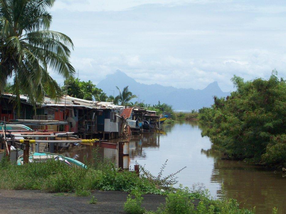 """C'est dans le quotidien pauvre des """"quartiers"""" de Tahiti que Titaua Peu puise son inspiration ©DR"""