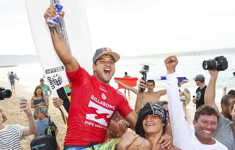 Une victoire savoureuse pour le Tahitien, originaire de Papara, sur la côte ouest de Tahiti ©Kelly Cestari / WSL