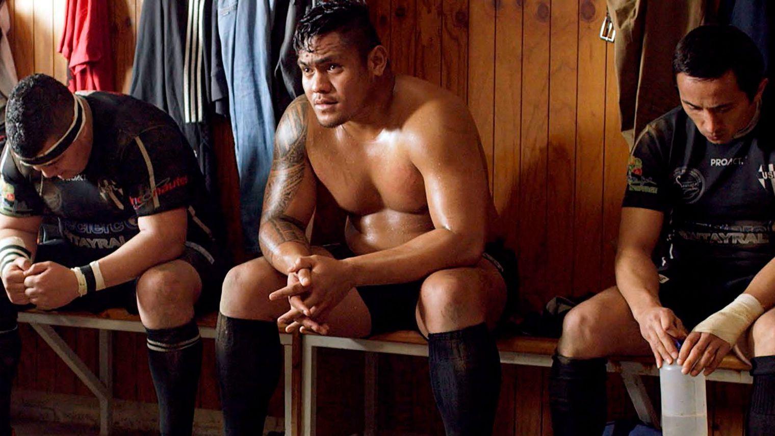Dans Mercenaire, Toki Pilioko campe le personnage de Soane, jeune wallisien de Nouvelle-Calédonie qui intègre un petit club de rugby dans le Sud-ouest de la France  ©DR